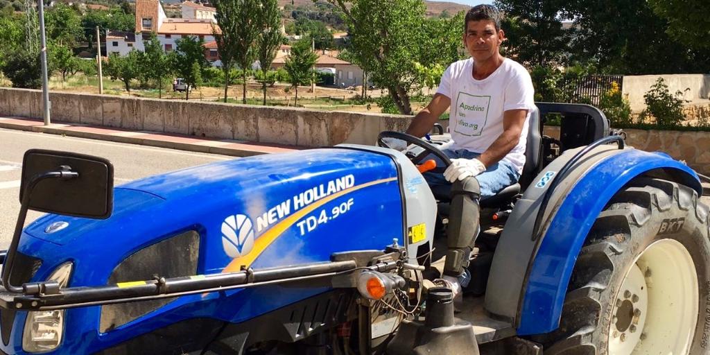 Imagen destacada de la entrada: ¡Gracias a Talleres Molinos y New Holland tenemos tractor!