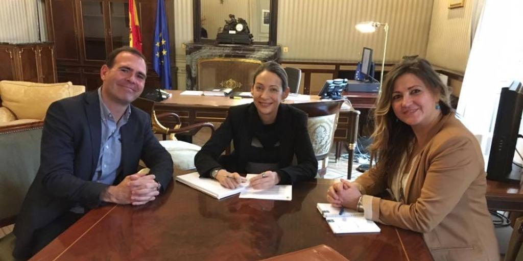 Imagen destacada de la reunión con Comisionada para el reto demográfico, Doña Eldelmira Barreira en la Presidencia del Gobierno de España