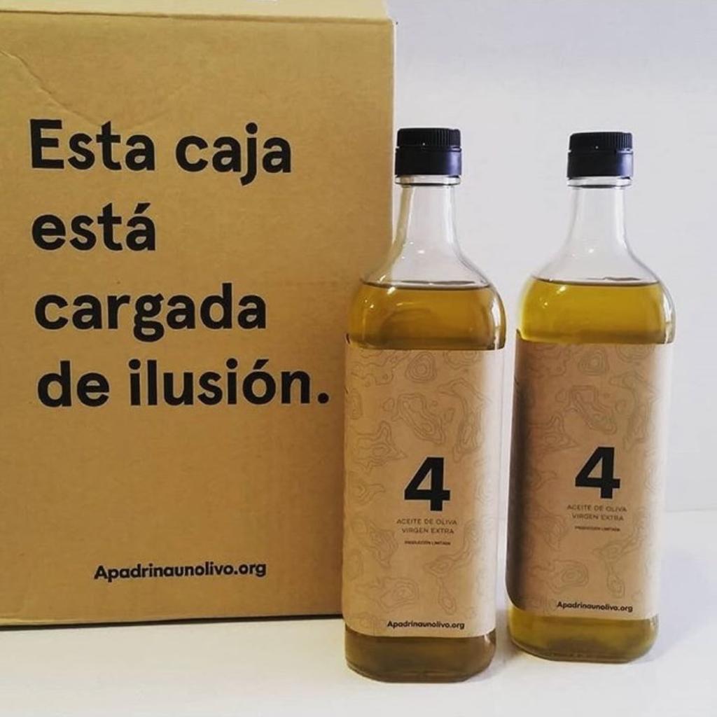 Imagen de las botellas y el pacagin del aceite 2017 de las madrianas y padrinos